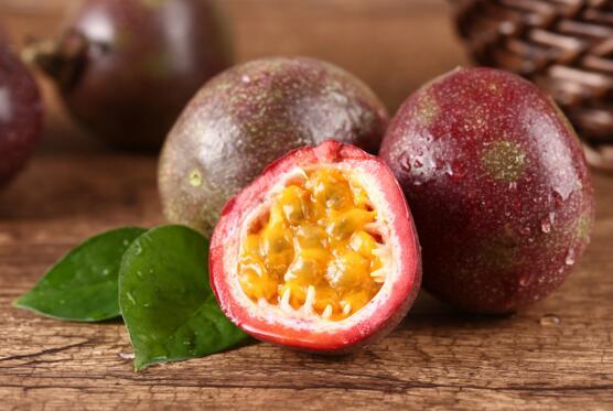 百香果的籽需要一定不要嚼碎,百香果籽不嚼能消化吗