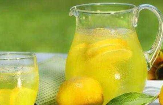 喝柠檬水的禁忌 哪类人不适宜喝柠檬片泡水